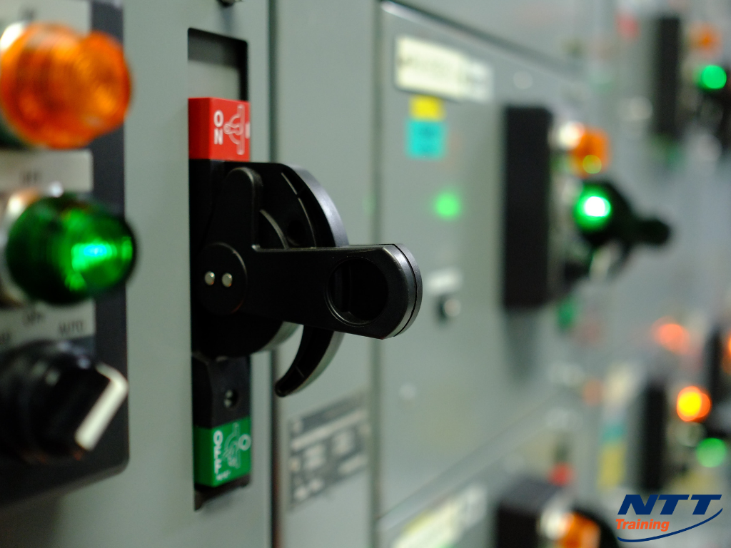 Retraining Workers in Electrical Safety: How Can I Give them a Refresher?