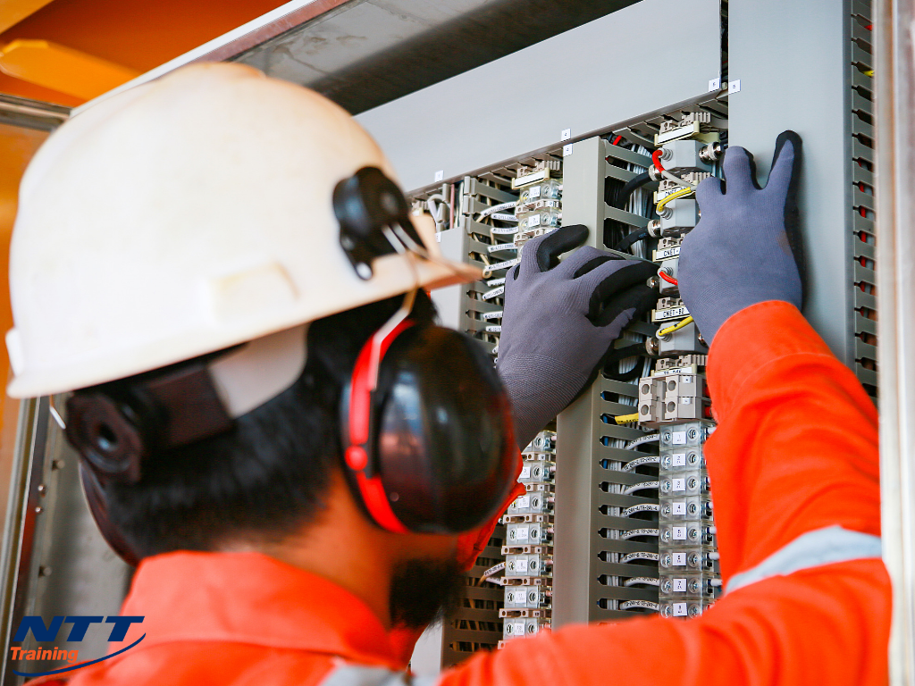 Basics of Programmable Logic Controllers: What Do Employees Need to Know?